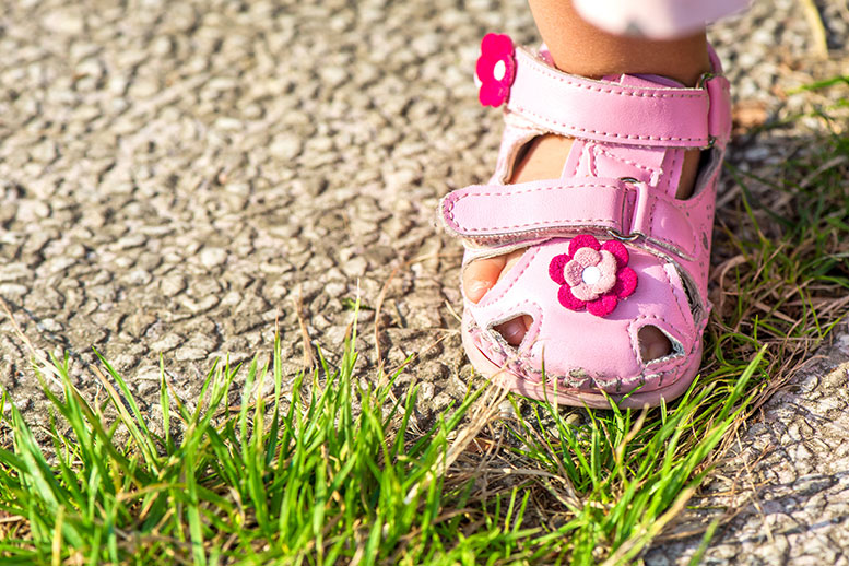 Children's sandals tested by Öko-Test