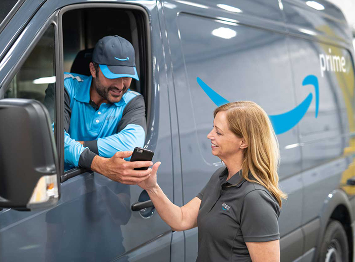 Amazon banks on new delivery services and offers support with corporate foundation